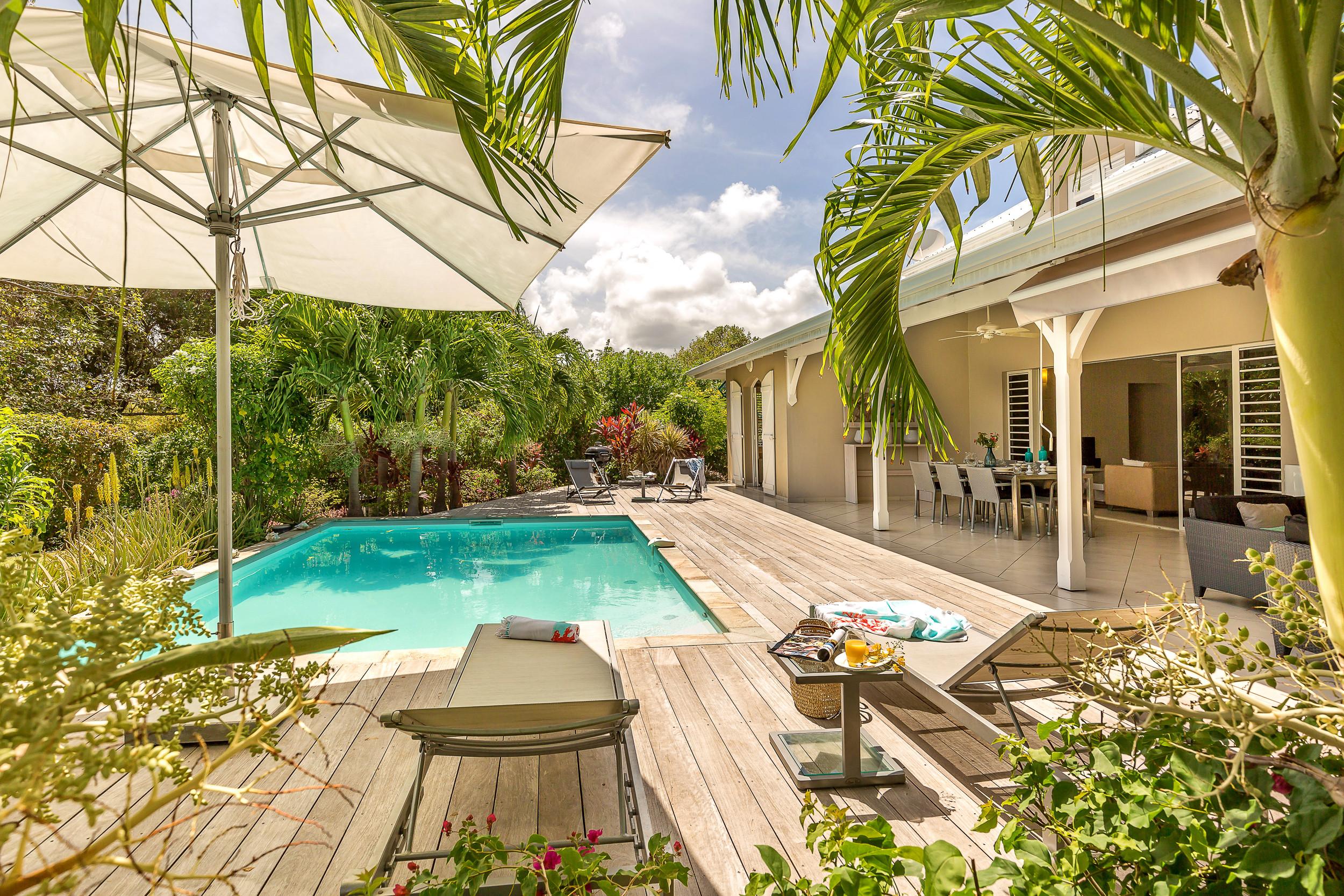 Majestic palm villa de r ve les pieds dans l 39 eau for Villa de reve
